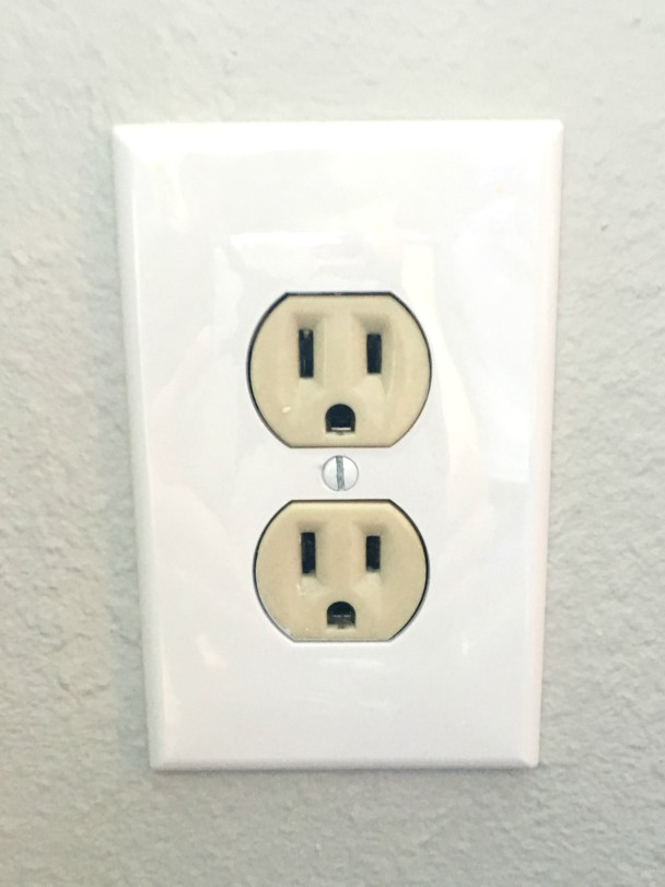electrical outlet cover tip