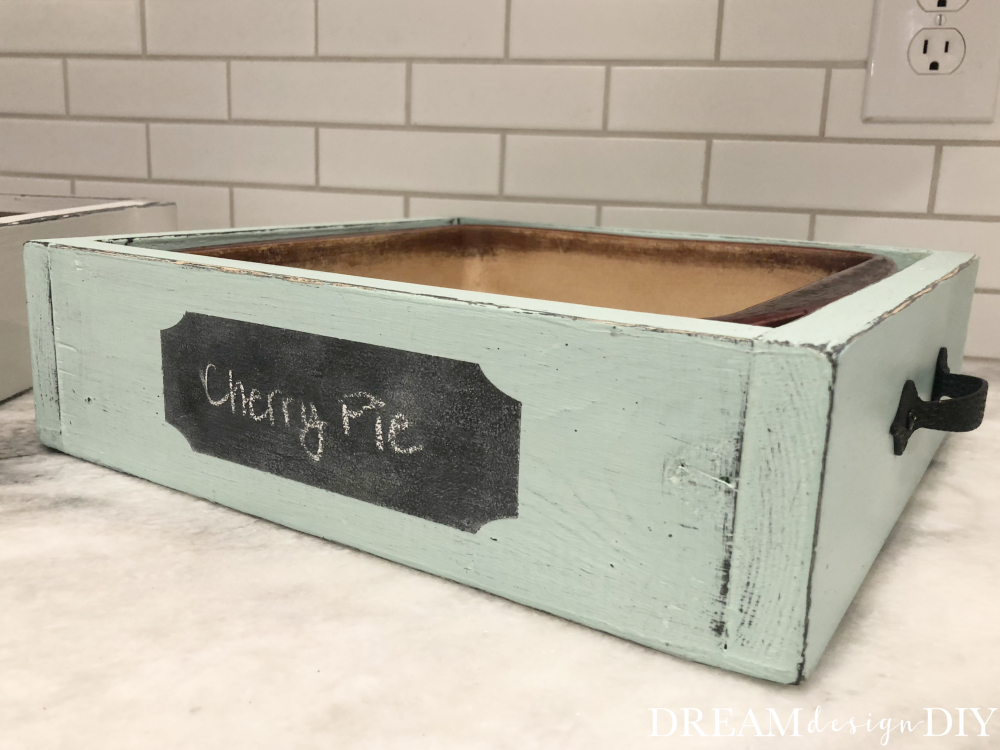 Make your own DIY Wood Casserole Tray. This wooden tray is the perfect size to fit a 9 x 13 or 9 x 9 dish. Display your food at home or when you bring a dish to a friends house. The chalkboard label is a perfect way to label the food item. You could possibly make this from scrap wood if you enough on hand. #casseroletray #diy #woodprojects #scrapwood #chalkboardlabel
