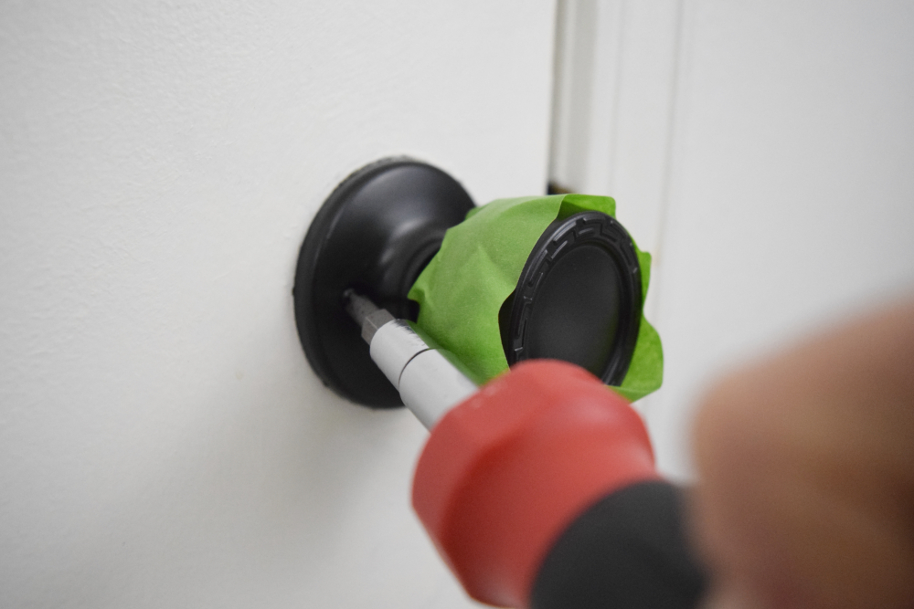 Save money by easily updating old door knobs using spray paint. This tutorial shows you how in three easy steps. There are several different ideas for colors. Black, bronze, nickel or silver are all good options to update the look of your home. #spraypaint #doorknobs #diy