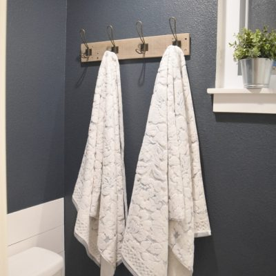 Easy DIY Pallet Towel Rack