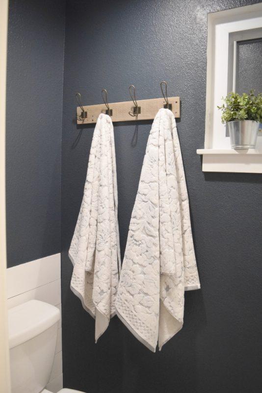 Easy DIY Pallet Towel Rack
