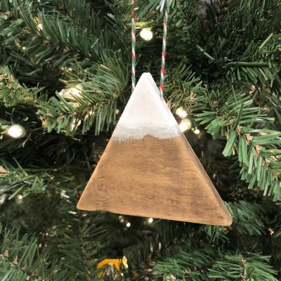 Easy DIY Mountain Christmas Ornament from Pallets or Scrap Wood